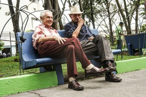 Old friends sitting on a park bench in Guatemala. Photo: Keneth Cruz
